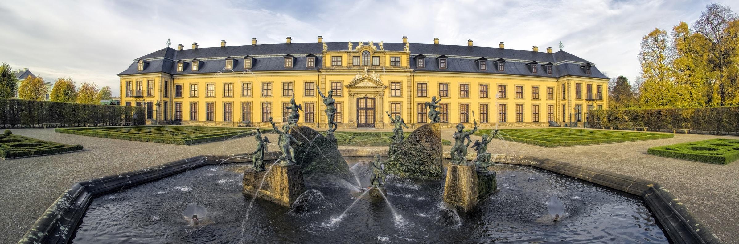 Rathaus Hannover mit Spiegelung im Maschteich