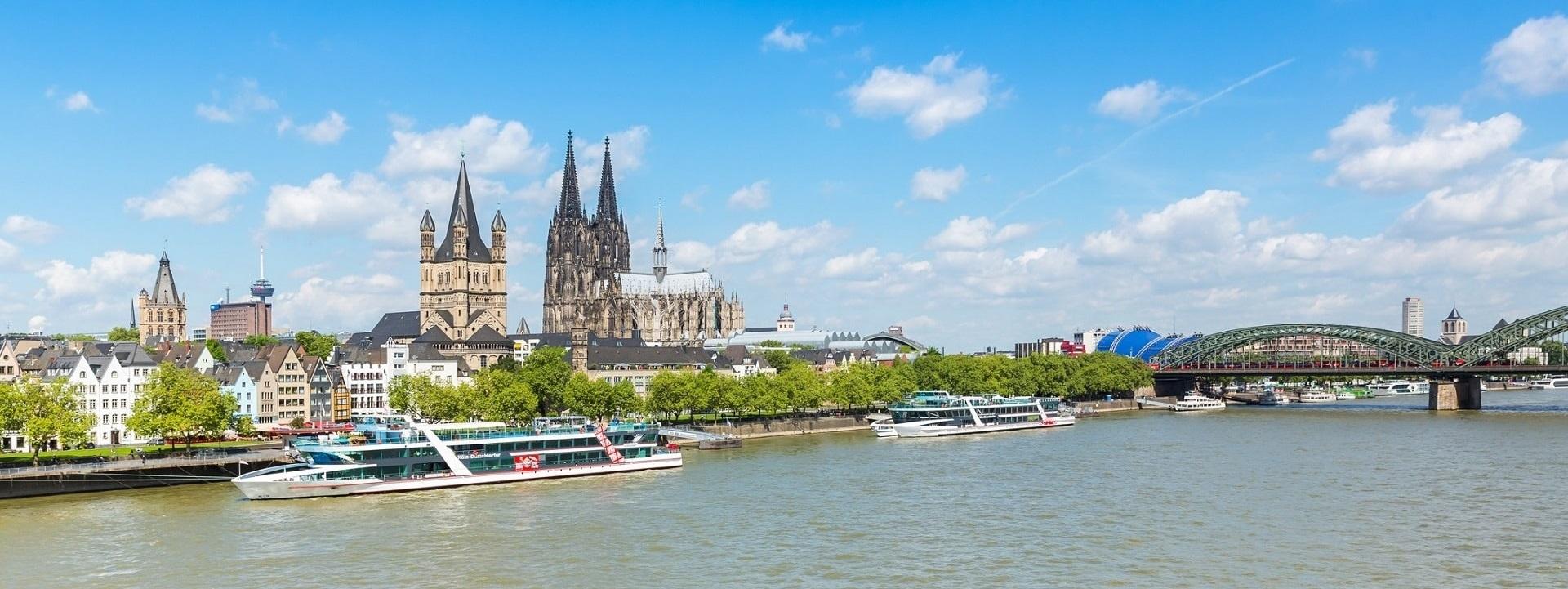 Stadt Köln im Sommer